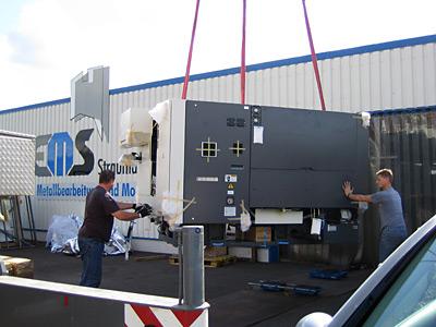 September 2011 – Anlieferung einer neuen Nakamura Drehmaschine