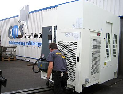 September 2013 – Anlieferung einer neuen CNC-Maschine Kitamura mit 3-Achsen-Bearbeitungszentrum